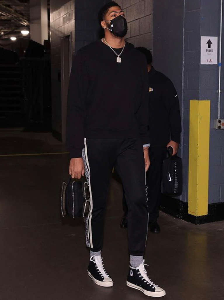 ad-walking-the-tunnel-ready-to-swat-some-shots-vs-the-rockets