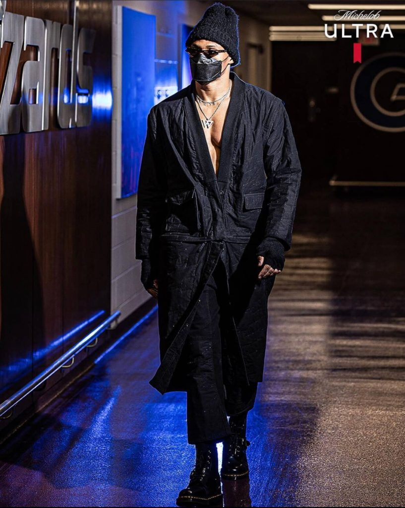 russell-westbrook-arriving-in-a-long-overcoat-03-02-21