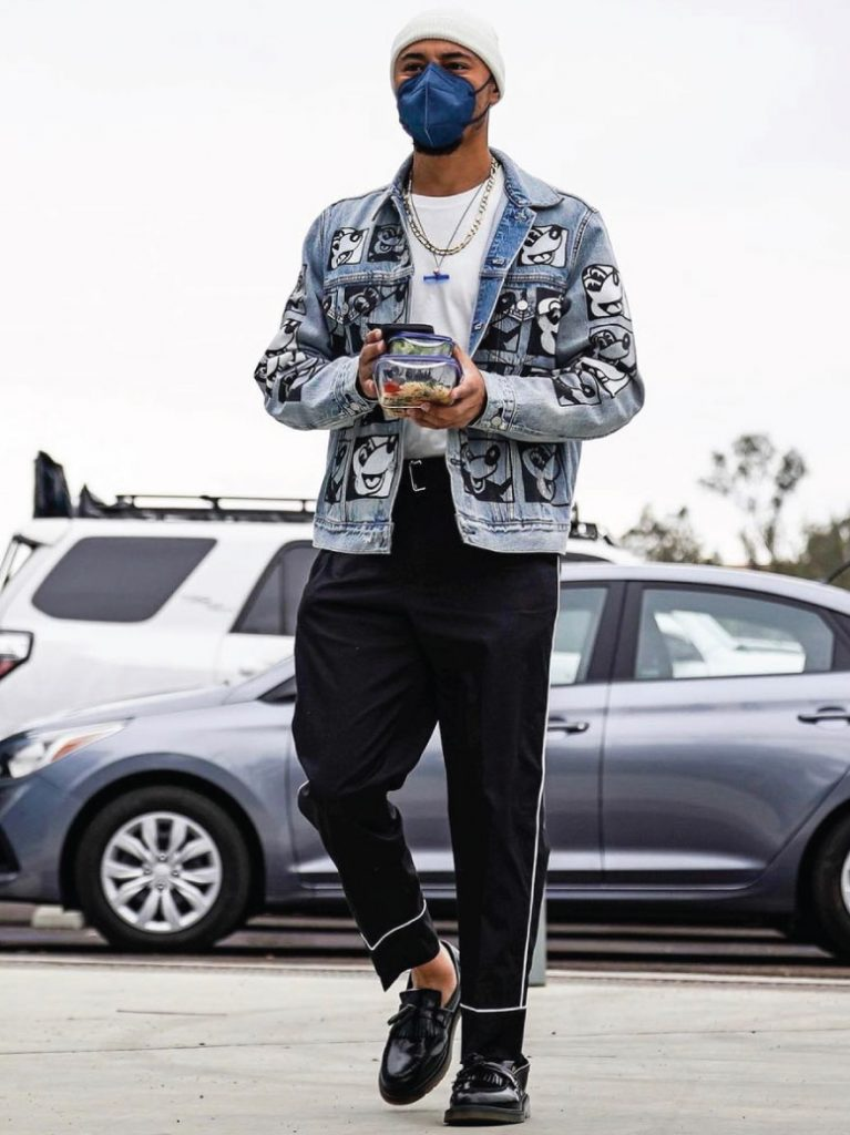 mookie-betts-in-mickey-mouse-levis-jacket-04-22-21