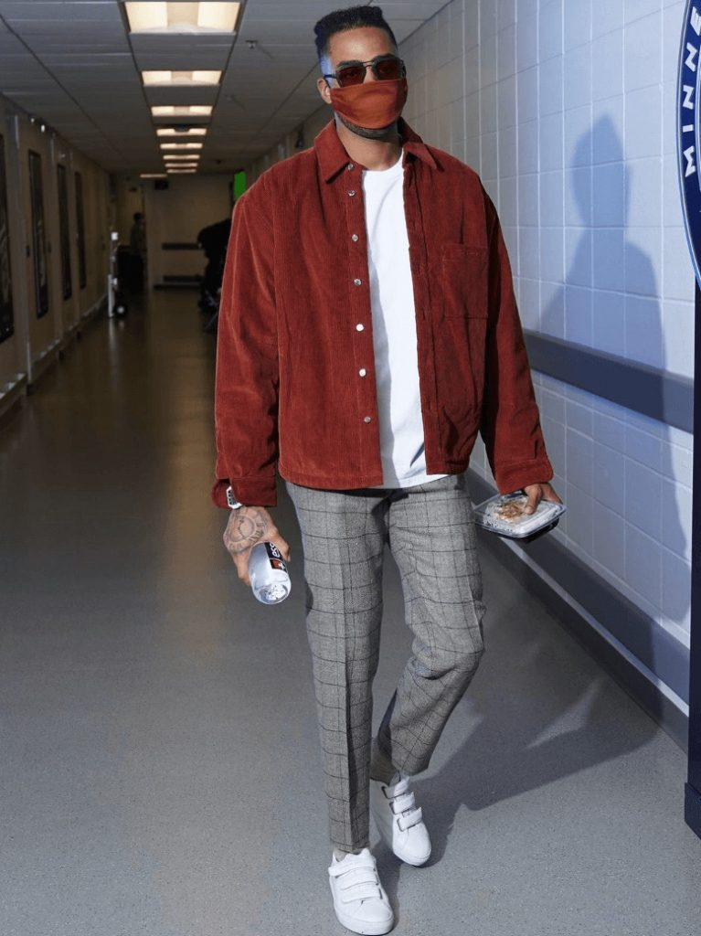 dangelo-russell-rocking-his-fit