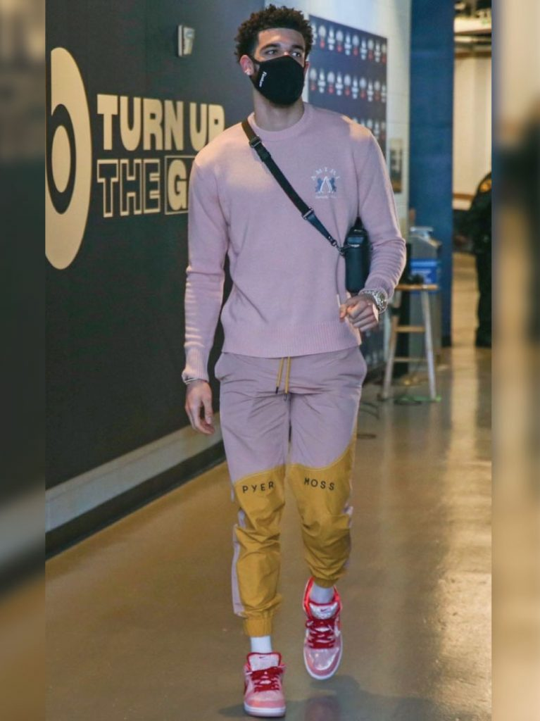 lonzo-ball-arriving-for-pelicans-vs-spurs-game-04-24-21