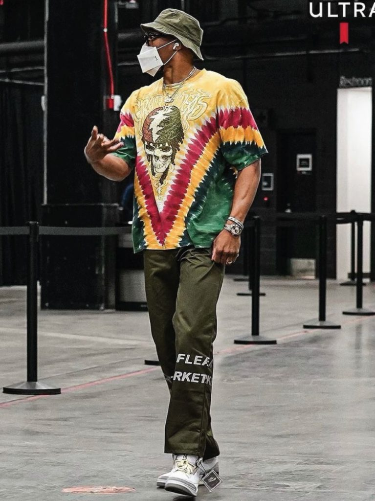 russell-westbrook-arriving-in-style-04-10-21