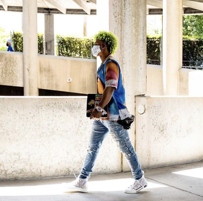 francisco-lindor-showing-off-his-new-green-hair-05-14-21