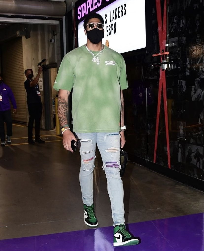 anthony-davis-fresh-fit-ahead-of-play-in-game-vs-golden-state-05-19-21