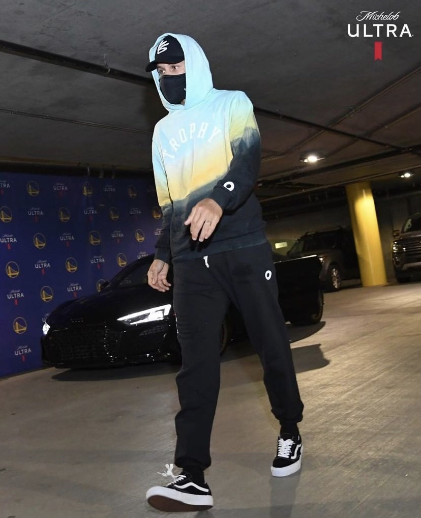 steph-curry-arrives-in-trophy-hunting-ahead-of-play-in-game-vs-memphis-05-21-21