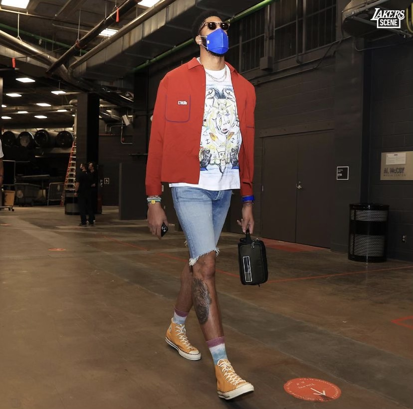 anthony-davis-arrives-in-burberry-and-converse-before-game-2-vs-suns-05-26-21