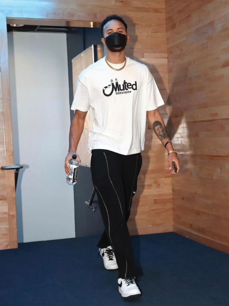 kyle-anderson-arriving-for-play-in-tournament-05-19-21
