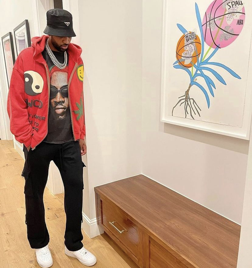 tristan-thompson-posted-up-in-front-of-custom-jonas-wood-art
