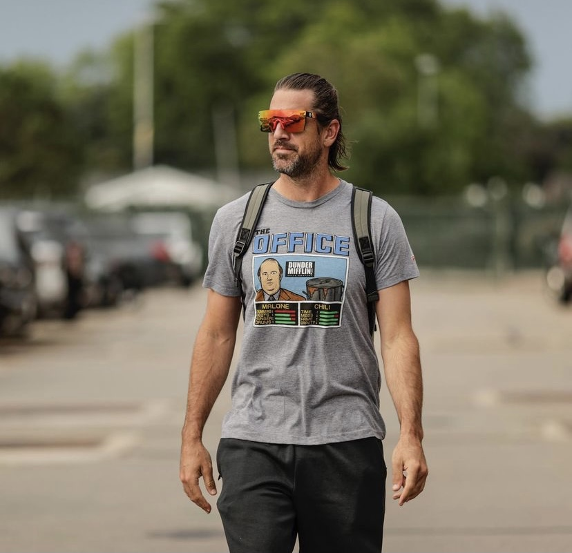 aaron-rodgers-arriving-for-nfl-training-camp-in-an-office-tee