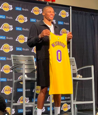 russell-westbrook-being-officially-introduced-as-a-la-lakers-pro
