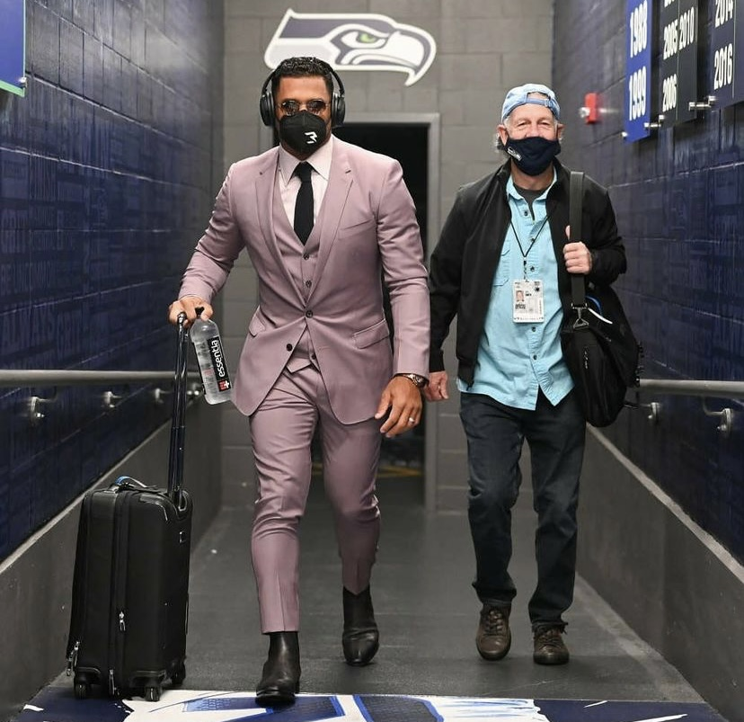 russell-wilson-in-dolce-and-gabanna-with-berluti-boots-for-week-2