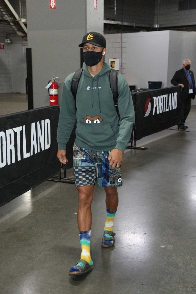 stephen-curry-getting-his-pre-season-fits-in