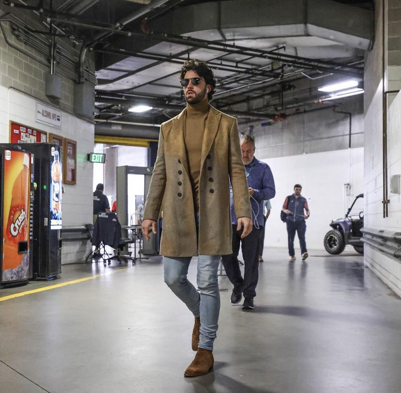 dansby-swanson-arriving-for-game-1-of-the-nlds-braves-x-brewers