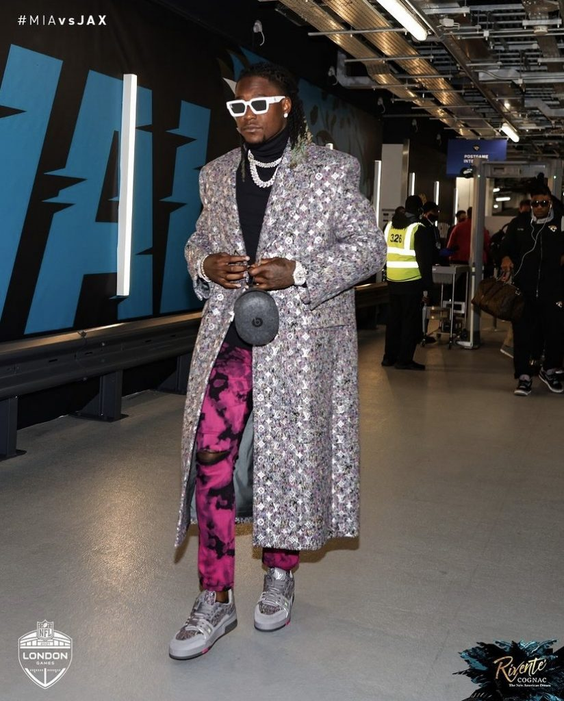 shaquill-griffin-brought-the-drip-overseas-with-him-for-week-6